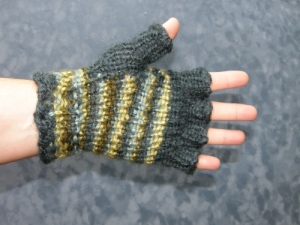 palm-side-half-fingered-stripey-gloves