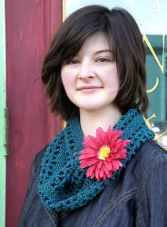Chain Lace Cowl Portrait