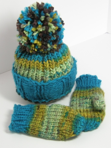Plushy Pom Pom and Mittens set