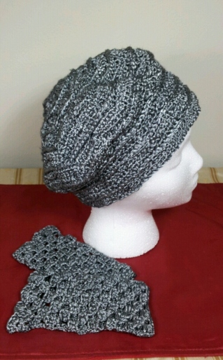 Slouchy_hat_&_mitts_set_side_2013-12-14