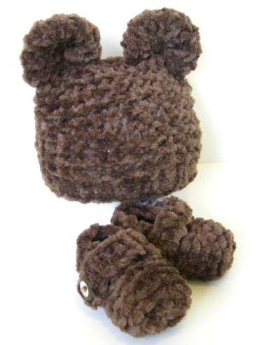 bear-hat-and-booties-set